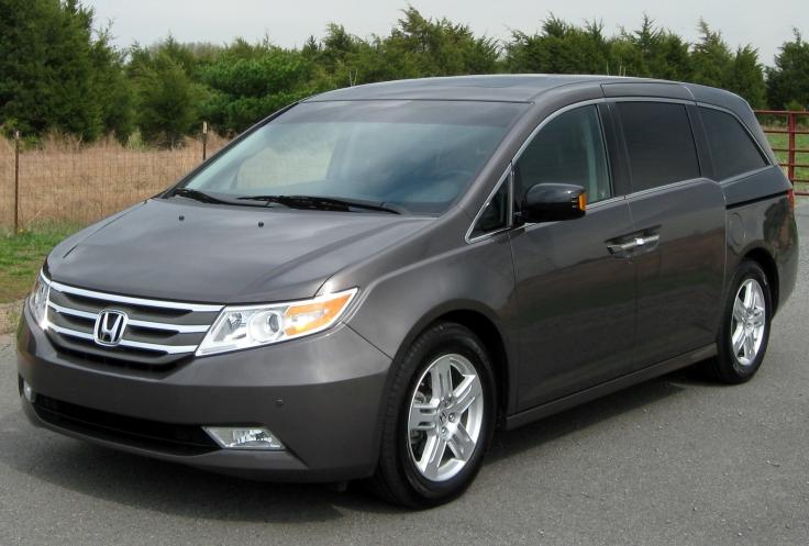 2011_Honda_Odyssey_Touring_Elite_--_04-18-2011